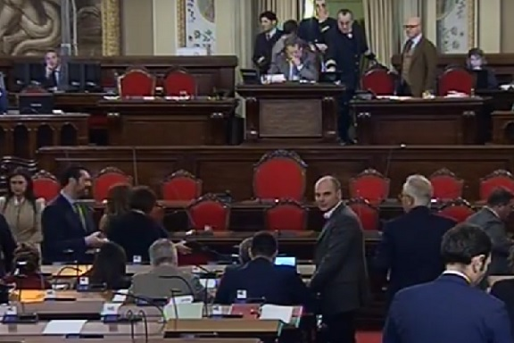 Sicilia, Finanziaria: approvato bilancio interno Ars/ Ultime notizie: disabili e precari protestano